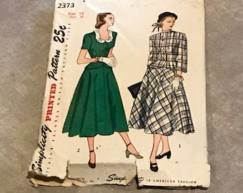Simplicity Vintage 1940s Sewing Pattern / Misses' Two-Piece Suit-Dress / Size 14, Bust 32 / 2373 / RARE