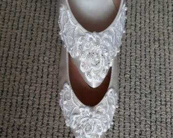 Bridal Wedding Shoes. Vintage Classic satin shoes with hand beaded lace embroidery. Low Heel. From StarDesignsShop.