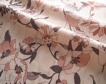 Printed fabric foral old rose color, quilted cotton gold yarn