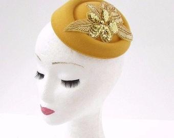 Gold Mustard Yellow Sequin Pillbox Hat Hair Fascinator Races Statement Vtg 3068