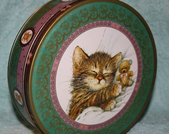 Sleeping Kitten & Teddy Bear Tin made by Giordano Art Inc, NYC  1993 Giftco