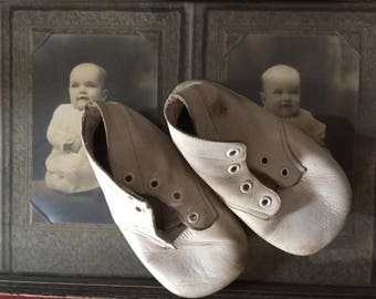 Vintage Baby Shoes, White Leather, Ankle High, 1930s 1940s, Ideal Brand, Size 2, Classic, Booties