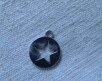 set of 5 round charms with silver metal stars