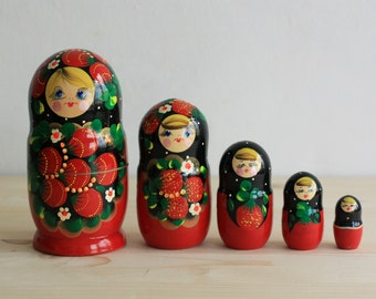 Nesting Dolls Matryoshka - Dolls with Berries - Wooden Rusian Dolls - Set of 5 Matryashka Dolls - Matreshka