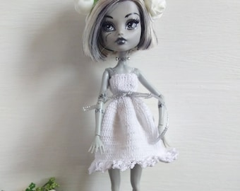 Monster High doll clothes - Monster High white dress - Hand Knitted doll Clothing - Flower hair band - Accessories for dolls - OOAK clothes