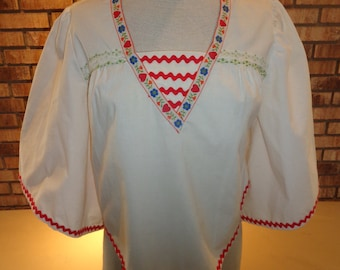 Vintage 1970s Boho Hippie Flowing Top Embroidered Trim Rick Rack