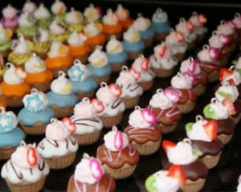 100 Strictly Cupcake Charms