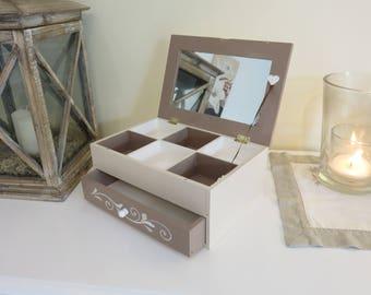 With mirror jewelry box