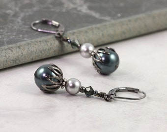 Tahitian Pearl Earrings, Bridal Jewelry, Deep Blue and Gray, Light Gray Pearls, Bridesmaid Earrings, Gunmetal Ear Wires, Dark blue