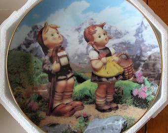 """1990 M.J. Hummel """"Little Explorers"""" Collector Plate"""