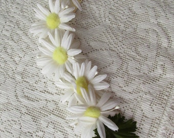 Vintage Millinery Leaves 1950s Japan Floral Wreath White Daisy Flowers Fabric