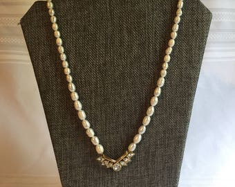 Freshwater Pearl with a Gold tone pendant/pearl necklace/mothers day/for her/wedding jewerly/Bridesmaid Gift
