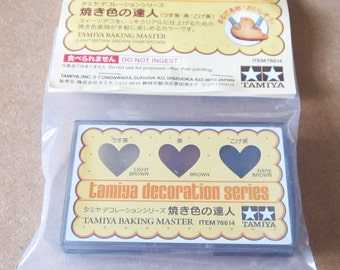 Tamiya Baking Master Decoration Powder. Three colours for that authentic baked look for your fake sweets and cookies.