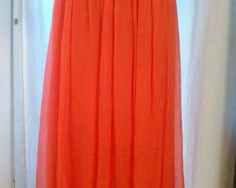 Long skirt in silk colors