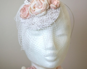 Wedding headpiece | Silver fascinator hat | Pale grey and blush pink fascinator | Gray bridal mini hat | Birdcage veil headband wedding hat