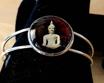 Bracelet made of steel with a buddha image