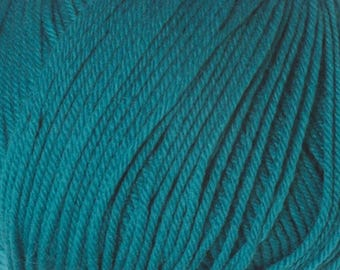 Teal Cascade 220 Superwash Yarn 220 yards 100% SuperWash Wool color 810