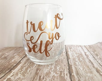 Treat Yo Self Stemless Wine Glass // Parks and Rec // Funny Wine Glasses // Andy Dwyer // Tom Haverford // Treat Yo Self Day // Leslie Knope