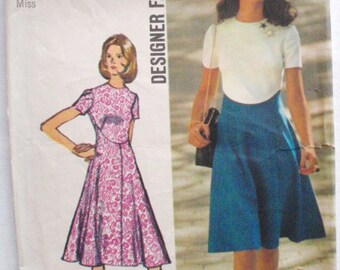 Women's 1970's Designer Fashion Sewing Pattern  Flared Dress - Simplicity 9912 - Size 14, Bust 36
