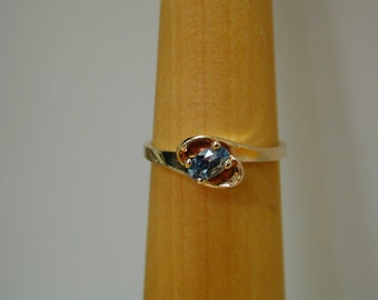 Solid 10K gold and aquamarine ring