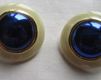 Vintage white and blue plastic circle  pin earrings