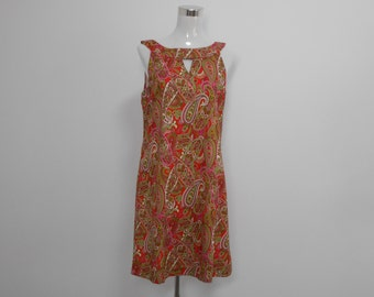 1960.s A-line dressmade of 100% cotton Japanese Lawn. Features a notched neckline with buttons at the back.