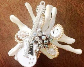 Beach wedding boutonniere with guitar