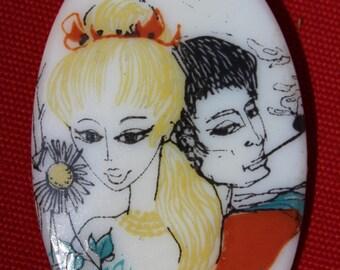 Pendentif Vintage Gal Groovy avec son copain de fumer