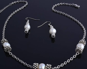 Set of Freshwater Pearl on silver plated necklace