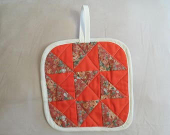 SET of 2 square POTHOLDERS patchwork pattern, matching