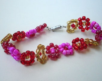 Bollywood daisy bracelet - Seed Beads - Red Yellow Pink - Girly - Flower Power - Fashion Jewelry