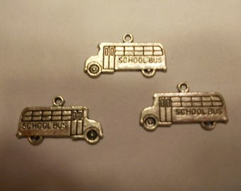 3 metal silver color school bus charms, 23 x 14 mm (5)
