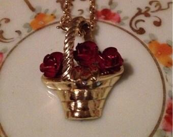 x Vintage Goltone Rose Basket Necklace