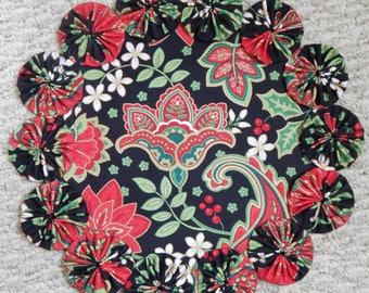 "12"" Red, Green, White, Black and Gold Christmas Floral Paisley Yo Yo Doily"
