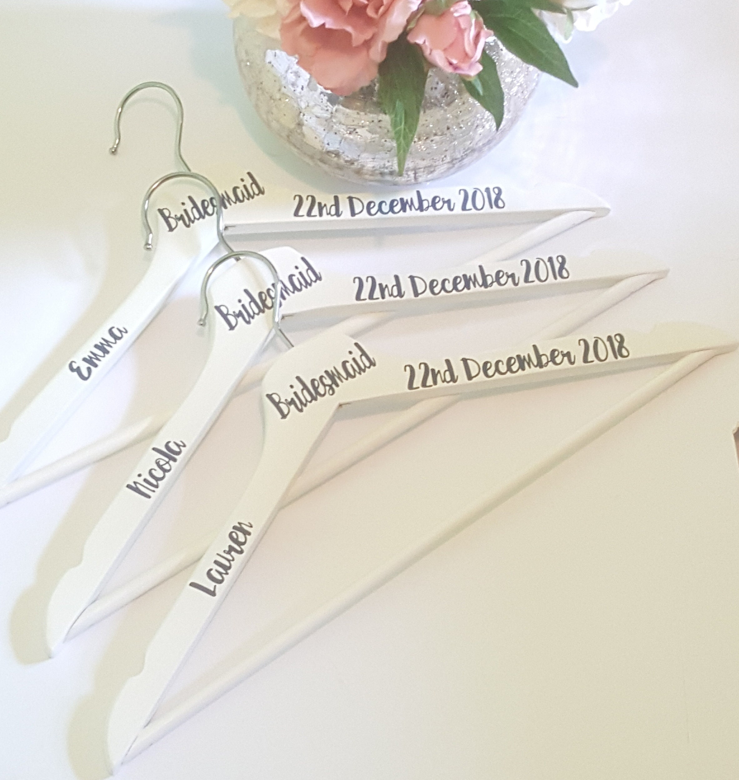 Nett Hochzeitskleid Kleiderbügel Personalisiert Zeitgenössisch ...