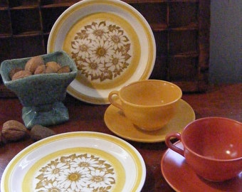 Vintage Daisy Lunch Set Hazel Atlas Cup and Saucer, Plates Milk Glass Gold, Rust, Butterscotch 6 Pieces Ovide