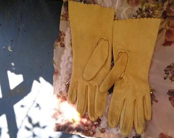Vintage leather butterscotch color Ladies short Gloves size 7 1/2 - 50s - 60s