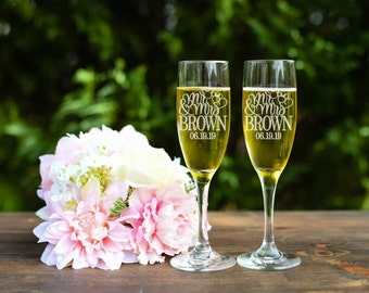 Mickey & Minnie Toasting Flutes - Mr and Mrs Toasting Flutes - Champagne Flutes - Set of Two