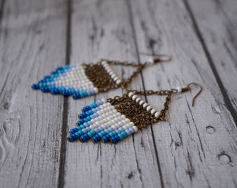 Earrings ombre blue and white.