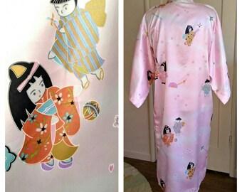 Vintage pink kimono, anime geisha girls cherry blossoms, Kawaii floral novelty print satin polyester, womens xs small, girls med large