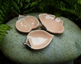 Small porcelain leaf dishes, peach