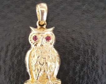 14 KT Ruby Owl pendant yellow gold. Nice detail.