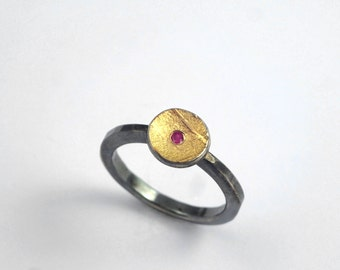 Round ring made of gold and oxidized silver with a genuine ruby, Geometric ring, Ruby ring with rough surface, Gold and silver ring