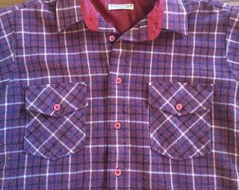 Vintage 1980's mens or women's plaid flannel button up. Size S/M