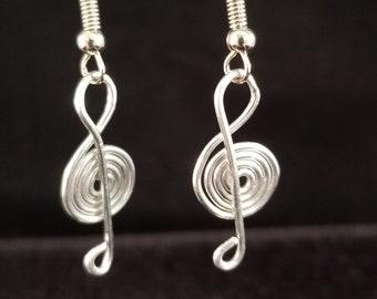 Wire work treble clef  Silver tone aluminum