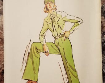 Kwik Sew 732 - Misses' Straight Legged Pants Pattern - Sizes 14, 16, 18, and 20 - UNCUT Vintage Ladies and Women's Pants Pattern