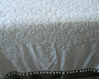 Vintage chenille bedspread woven white roses, queen size, candlewick, not Fieldcrest