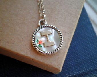 Vintage Letter I Charm Necklace - Vintage Mother of Pearl & Tiny Flower Initial Pendant - Retro Initial Jewelry / Personalized Necklace Gift
