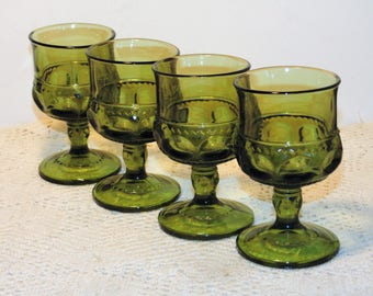 4 Green Wine Glasses, Kings Crown Indiana Glass, Mid Century Goblets, Thumbprint, Retro Barware, Vintage Kitchen, Medieval Goblets