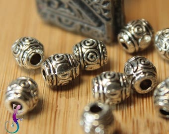 25 carved antique silver metal A99 spacer beads
